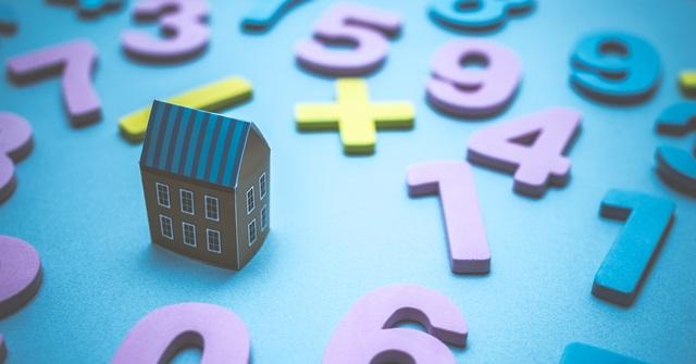 数字の羅列と家の模型