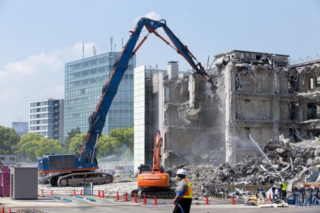 土地を売却するなら建物は解体し...
