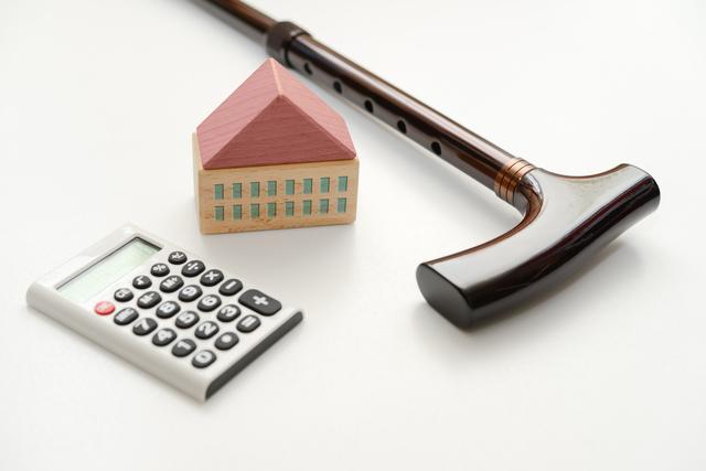 不動産と老人ホームのイメージ